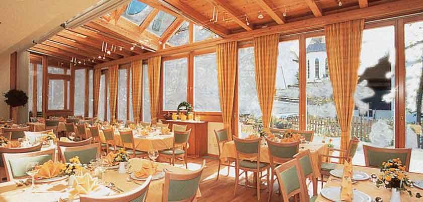 Austria_Filzmoos_Hotel-Hannefhof_diningroom.jpg